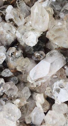 The 8 essential Crystals | Clear Quartz