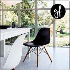 Sie sind die Aushängeschilder der Design-Möbel und beeindrucken immer wieder aufs Neue mit zeitlosem Stil und neuen Definitionen: Design-Klassiker. Zeit, sich einigen dieser treuen Weggefährten doch einmal genauer zu widmen! Mehr findet ihr hier in unserem Blog! Eames, Chair, Blog, Furniture, Home Decor, Decoration Home, Room Decor, Home Furnishings, Chairs