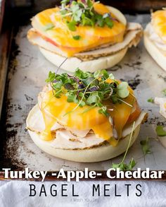 Turkey Apple and Cheddar Bagel Melts. These crazy easy Turkey Apple and Cheddar Bagel Melts are your new lunch-time BFF. Turkey Recipes, Lunch Recipes, Easy Dinner Recipes, Chicken Recipes, Easy Meals, Easy Recipes, Healthy Recipes, Sandwiches For Lunch, Wrap Sandwiches