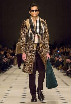 Burberry Prorsum Menswear F/W 15/16: 'Classically Bohemian'  http://dresscodehighfashion.blogspot.de/2015/08/burberry-prorsum-menswear-fw-1516.html