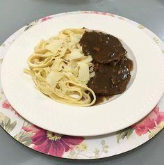 Delicia de prato que fiz pro jantar de hoje . Fettuccine ao grana padanno  com escalopinho de filé ao molho madeira. Os ingredientes e o passo-a-passo da receita está no meu Snap  karolinedamiao (segue aí ) #instafood #pornfood #comida #gourmet #massa #comidaitaliana #italianfood #receita by guiadasamigas http://ift.tt/20hA9kp