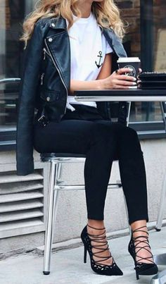 I like this outfit, but I would prefer bootcut jeans over skinnies & I would like a shorter heel
