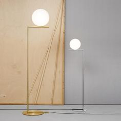 The IC Floor lamp was created by Michael Anastassiades for celebrated Italian lighting company Flos.Flos was established over 50 years ago, with the team wor Large Floor Lamp, Large Lamps, Led Floor Lamp, Contemporary Light Fixtures, Contemporary Floor Lamps, Modern Lighting, Luminaire Design, Lamp Design, Retro Lampe