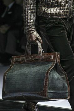 Giorgio Armani - Men Fashion Fall Winter doesn't this just fill you with shivers! Fashion Bags, Fashion Accessories, Mens Fashion, Fashion Trends, Armani Men, Giorgio Armani, Purses And Handbags, Leather Handbags, Leather Bag