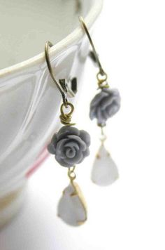 Dangle Earrings in Vintage Style in Grey and White colors - Glass and Roses