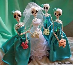 Melanie Nord Monsees, of Poconos, PA, created these DEADutantes dolls. Their name is a play on debutantes. Debutantes are Southern ladies (a. Holidays Halloween, Halloween Crafts, Halloween Party, Halloween Decorations, Halloween Stuff, Halloween Makeup, Halloween Costumes, Halloween Doodle, Vintage Halloween