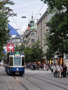 Top 10 des rues du monde pour faire du shopping, Fifth Avenue, Bond Street, Rodeo Drive, Bahnhofstrasse, Avenue Montaigne, Ginza, Via Monte ...