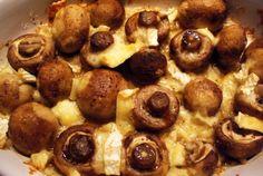 Champignons met brie uit de oven is echt super lekker om te serveren als partyhapje. De smaken van de brie en de champignons combineren echt heel goed samen. Een heerlijk hapje dat ook nog eens heel simpel is om te bereiden. Zet de schaal gewoon lekker zo op tafel en serveer er wat vorkjes bij, zodat de gasten lekker uit de schaal kunnen eten. Geniet! Bereidingstijd: 15 min Wachttijd: 25 min