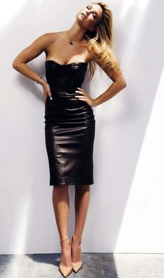 Leather dress with peachy colored shoes. Smart combination.