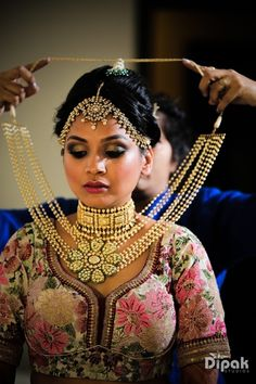 Indian Wedding Jewelry - Bridal Portrait   WedMeGood   Bridal Gold and Polki Choker with a Long Pearl Necklace with a Flower Polki Pendant, Rustic Gold Maatha Patti #wedmegood #indianbride #indianwedding #bridal #portrait #jewelry #indianjewelry #polki #gold