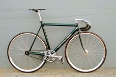 1993 Cannondale Track | Gold Metallic Green • I cannot believe I am posting a pic of a Cannondale track bike, usually hate their bikes, but it looks kinda nice. Or maybe I am just stoned.