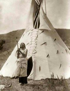 SLOW BULL. Dakota sioux medicine man. Circa 1907. Posted to fb 01-41-2016.
