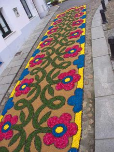 Flower Show, Flower Art, Day Of The Dead Mask, Mexico Culture, Flower Rangoli, Plant Art, Magic Carpet, Mexican Art, Rangoli Designs