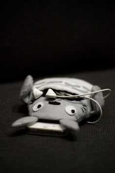 Totoro Case this is going to be mine when im older and have a iphone soooo yeah