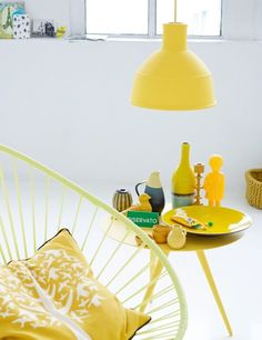 Unfold pendant Muuto and Acapulco chair. Acapulco chair available at parterre in lots f colors.