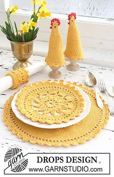 Matching placemat (2 sizes), egg warmer, and napkin ring pattern