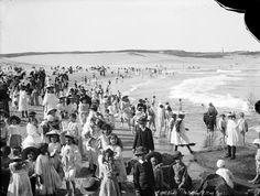 A famosa praia de Bondi na Austrália, em 1900, antes da popularização do surfe e banhos de sol.