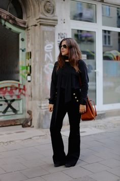 "Jessica from www.journelles.de wearing the flared pants ""Jolien"" from EDITED the label."