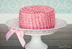 pink-small-ruffle-smash-cake