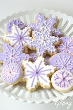 snowflakes - would love this with turquoise icing