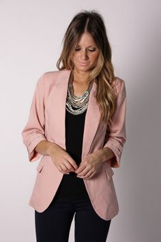 pink blazer on all black looks so chic. Pink Blazer Outfits, Casual Work Outfits, Business Casual Outfits, Work Attire, Work Fashion, Fashion Outfits, Womens Fashion, Rosa Blazer, Estilo Rock