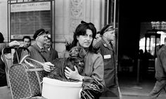 0 anna magnani with her dachshund arriving in Paris