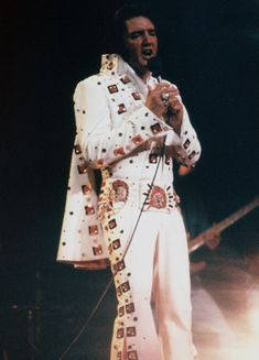 Elvis Presley - Third Show - Madison Square Garden 10th June 1972 (8.30 pm) RCA Recorded Eyelet Suit (Double Porthole) White Scarf