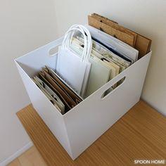無印良品のスチロール仕切スタンドで紙袋を収納しているブログ画像 in 2020 Muji Storage, Storage Spaces, Kitchen Organisation, Home Organization, Organisation Ideas, Novelty Fabric, White Houses, Declutter, Organization Ideas