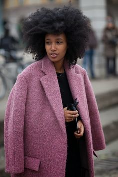 Get the latest fashion week coverage, shopping guides, and fashion trends from the editors at Harper's Bazaar. Milan Fashion Week Street Style, Milan Fashion Weeks, Autumn Street Style, Vogue, Inspiration Mode, Fashion Articles, Fashion Editor, Fashion Tag, Fashion Styles