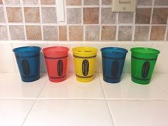 LOT OF 5 VINTAGE 1994 CRAYOLA CRAYON COLORFUL PLASTIC CUPS 7 OZ. - RARE  #MUNCHKIN