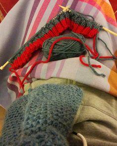 En mode tricot ce soir et comme il fait un peu froid dans le salon j'ai ressorti ma première écharpe tricotée au point mousse il y a un an :-) #phildar #phildarrapido #tricot #tricoter #knit #knitting #blog #mrmoussetricote #teamtricot #pointmousse #laine #shareyourknits #instatricot #tricotaddict #wool #tricoteur #knitaddict #instaknits #DIY #tricotercestcool #knitiscool #jaimetricoter #iloveknit #knittersofinstagram by mrmoussetricote