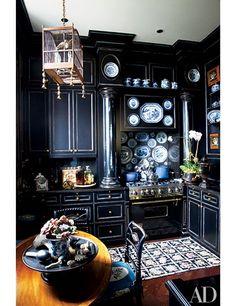 La diseñadora Friederike Kemp Biggs pintó los muebles de la cocina de su apartamento de Nueva York y el resultado fue espectacular.