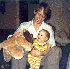 Stellan Skarsgård with his son Alexander Skarsgård, 1976.  Who knew that Alexander would become the True Blood HBO hottie vampire??  He looks just like his father!!