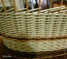 Здравстуйте!!! Как то случайно пообещал показать способ послойного плетения, переход двумя трубочками и вот приходиться сдерживать слово... Сразу хочу извиниться за не очень качественные фото, но есть как есть... фото 25 Paper Weaving, Basket, Beads, Newspaper, Hampers, Paper Envelopes, Tejidos, Beading, Bead