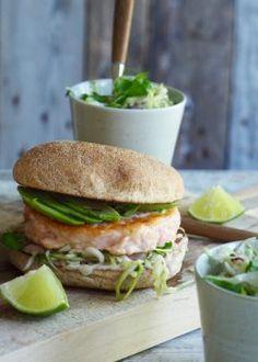 Fiskeburger med enkel kålsalat Salmon Burgers, Ethnic Recipes, Yum Yum