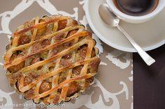 Mirabellen-Tartlette mit Pistaziencreme  * Apple Pie, Baking Recipes, Desserts, Food, Harvest Season, Summer Time, Food Food, Bakken, Cooking Recipes