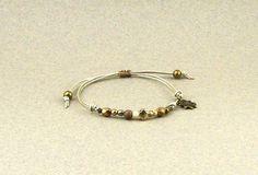 Bracelet wrap bohème minimaliste perles de bohème et cordon de cuir : Bracelet par lounah
