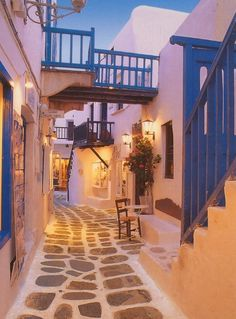 Mykonos winding streets designed to confuse pirates
