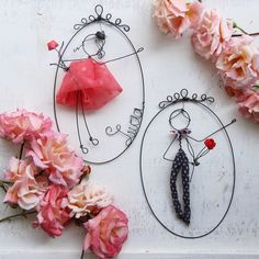Together forever Fratelli o innamorati comunque li vediate sempre tanto tanto amore ❤❤ Wire Crafts, Diy And Crafts, Arts And Crafts, Valentine Crafts, Valentines, Dance Crafts, Felt House, Diy Buttons, Scrap Metal Art
