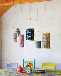 Embroidery Projects DIY Embroidery Hoop Lanterns - For many years, I had brightly colored Chinese paper lanterns hanging over the porch table to create a festive atmosphere. They finally shredded and disintegrated, so I replaced them with homemade … Diys, Craft Projects, Sewing Projects, Diy Lampe, Lampe Decoration, Decorations, Embroidery Hoop Crafts, Diy Embroidery Hoop Chandelier, Embroidery Fabric