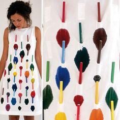 FERNANDO BRIZIO. Vestidos que puedes personalizar colocándole en sus bolsillos marcadores de colores que tiñen la tela con tinta lavable permitiéndote modificar el diseño cada vez que lo laves.