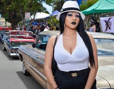 Chola #lowrider Lowrider, Chicano Love, Chicano Art, Chola Style, Estilo Cholo, Chola Girl, Raiders Girl, Aesthetic Women, Brown Pride