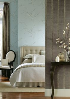 Guestroom Wallpaper - Branches with blossoms in lilac