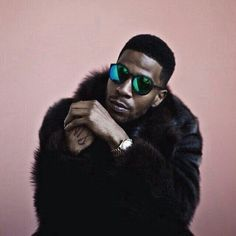 Awesome pic of hip-hop artist and actor Kid Cudi in swizzle suns /// Hip Hop Artists, Music Artists, Mens Fur, Kid Cudi, Male Magazine, Toddler Fashion, Role Models, Rapper, Mens Fashion