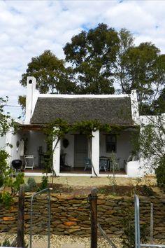 Wild Almond Cottage is in McGregor, 'n gewilde bestemming vir besoekers vanweë die verafgeleë ligging en bekoorlikheid van die dorpie.