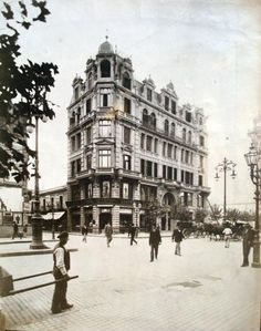 La Avenida de Mayo Neoclassical Architecture, Vintage Architecture, London City, Montevideo, English Style, Old Houses, South America, Life Is Good, Sailing
