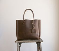 I don't know why, but I love this bag. Simple, but it really caught my eye.