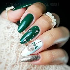 Unique And Beautiful Winter Nail Designs Christmas Nail Art ? Easy, elegant and classy winter nails to : Unique And Beautiful Winter Nail Designs Christmas Nail Art ? Easy, elegant and classy winter nails to celebrate Christmas and winter in general! Cute Christmas Nails, Xmas Nails, Christmas Nail Art Designs, Winter Nail Designs, Holiday Nails, Simple Christmas, Green Christmas, Christmas Decor, Merry Christmas
