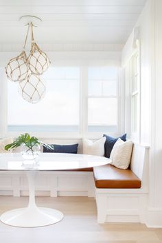 Built-in Breakfast Nook Banquette Ideas – Pickled Barrel : Built-in Breakfast Nook Banquette with Coastal Style Banquette Seating In Kitchen, Dining Nook, Dining Room Design, Kitchen Nook Bench, Corner Banquette, Dining Bench, Kitchen Design, Mid-century Modern, Kitchen Breakfast Nooks