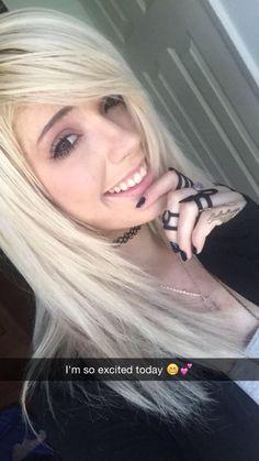 // Leda Muir // theledabunny Source by Pastel Blue Hair, Lilac Hair, Green Hair, Emo Hair, Blonde Hair, Jordan Sweeto, Cute Emo Girls, Edgy Girls, Red Scene Hair